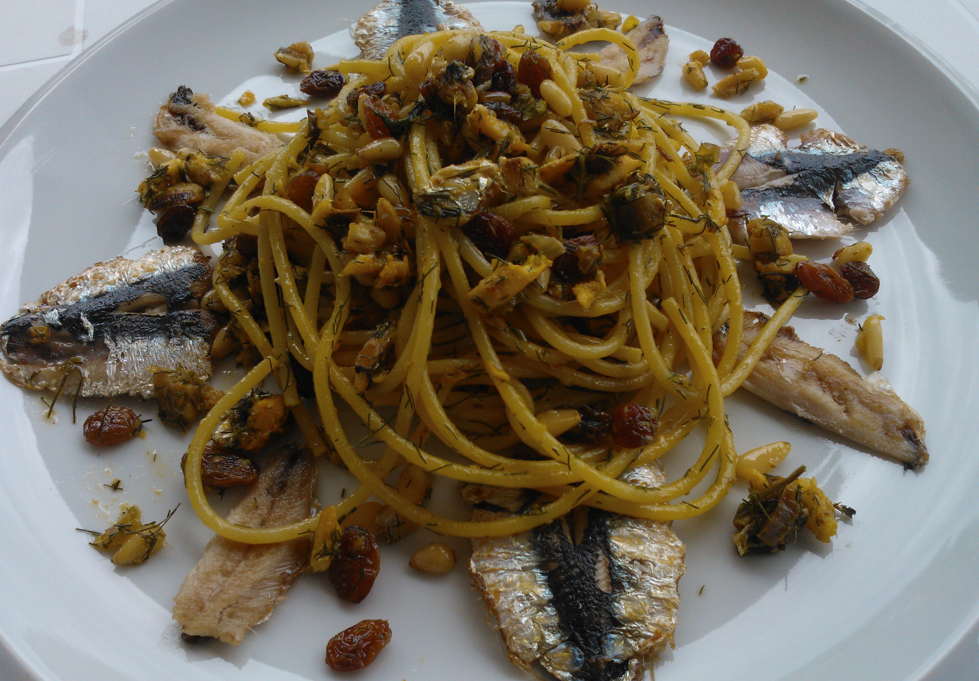 La pasta con le sarde è un tipico piatto della cucina siciliana ...