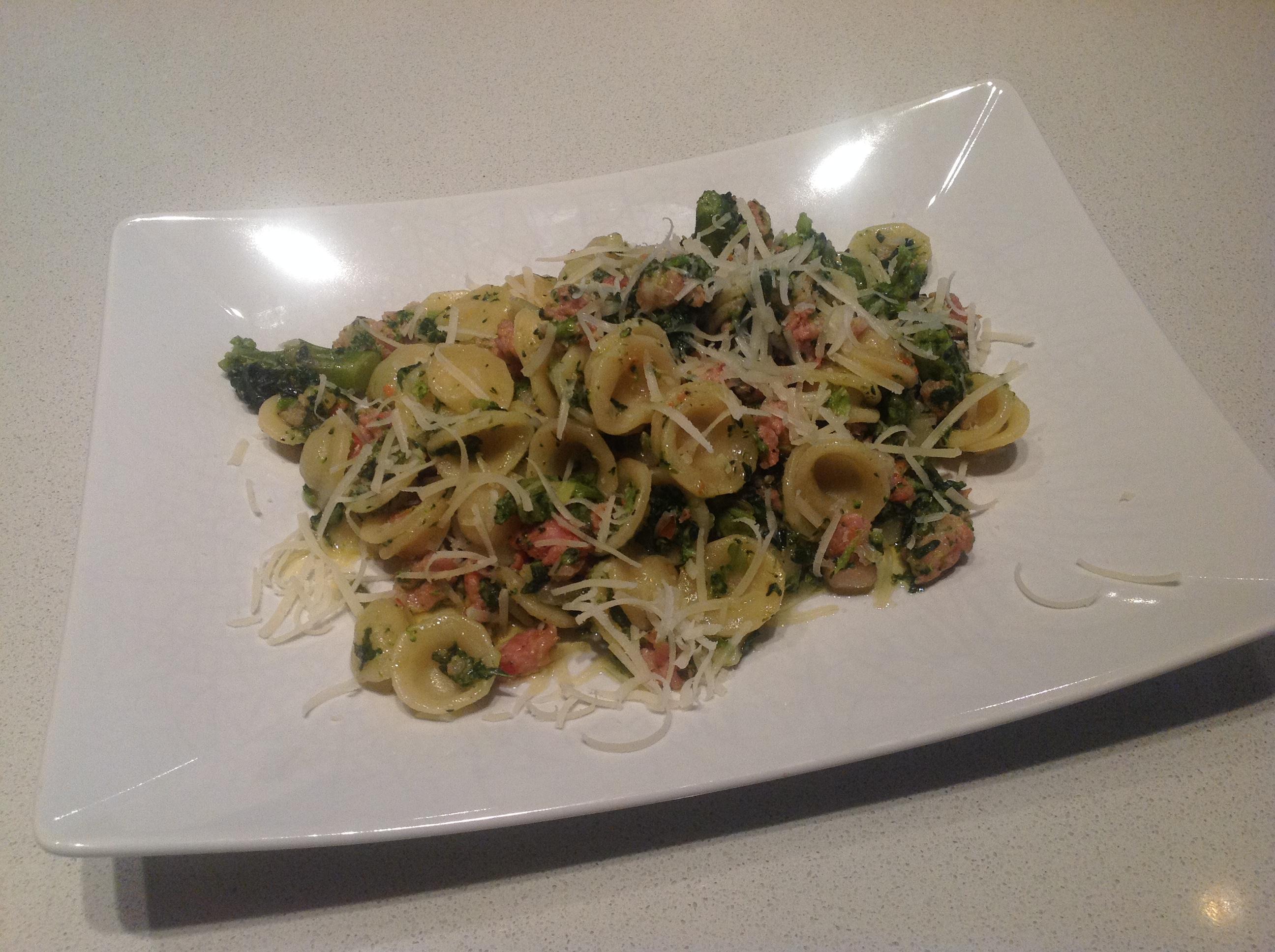 Orecchiette con salsiccia e broccoletti siciliani