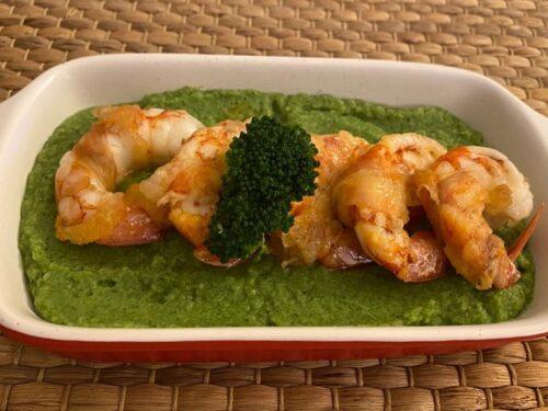 Gamberoni con lardo di colonnata su crema di broccoli