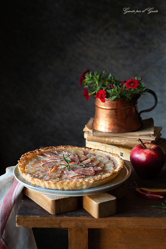 Torta di mele e rosmarino