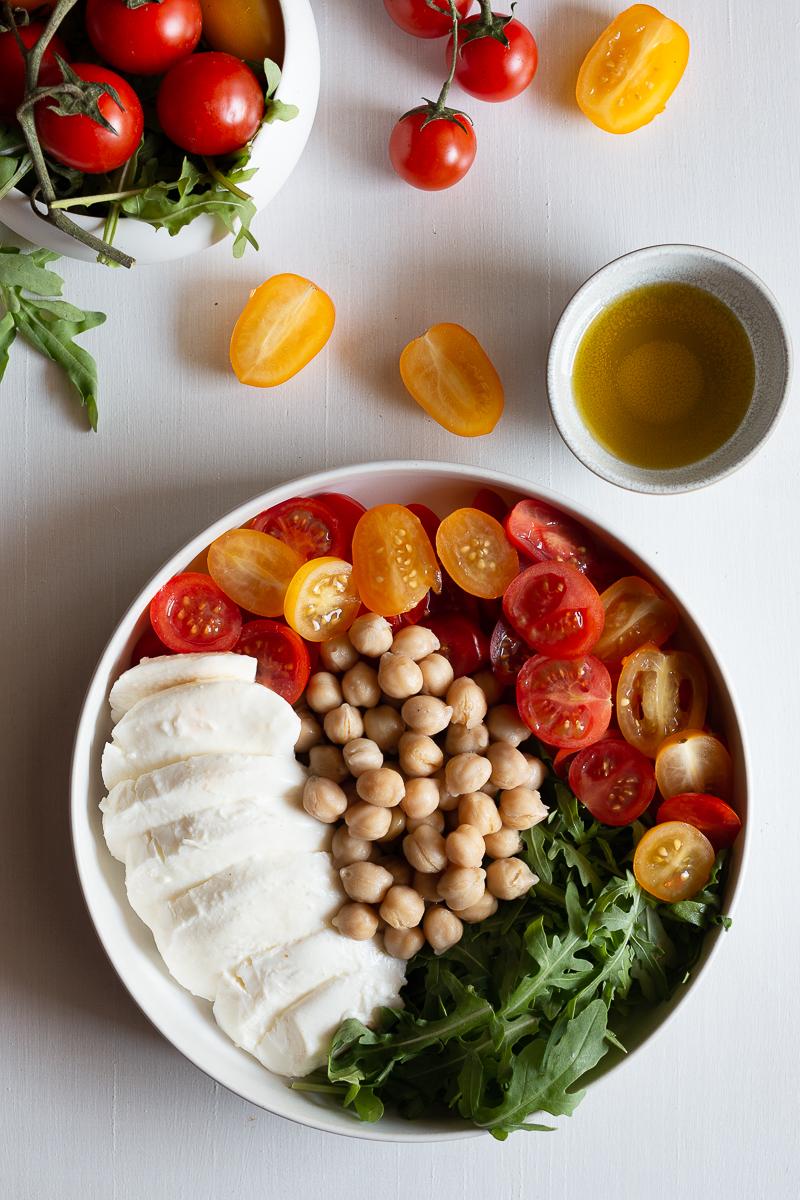 insalata ricca con rucola e ceci