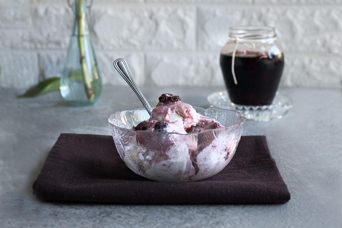 gelato variegato all'amarena