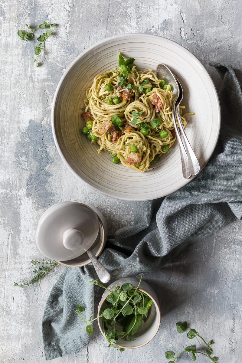 Noodles pesto avocado
