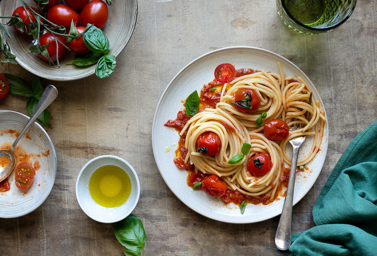 Spaghetti con pomodorini arrostiti