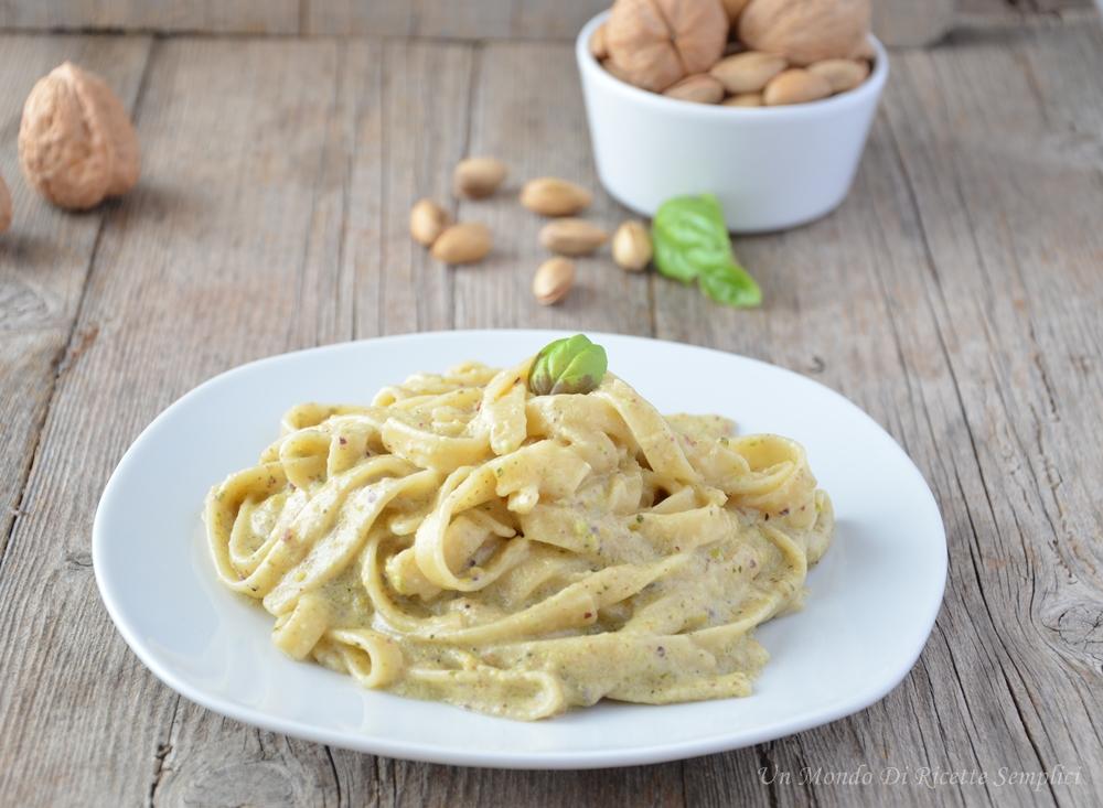 Pasta con salsa di pistacchi e noci