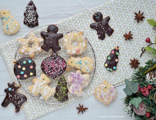 Biscotti decorativi per l'albero