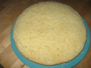 torta assemblata, non ancora decorata