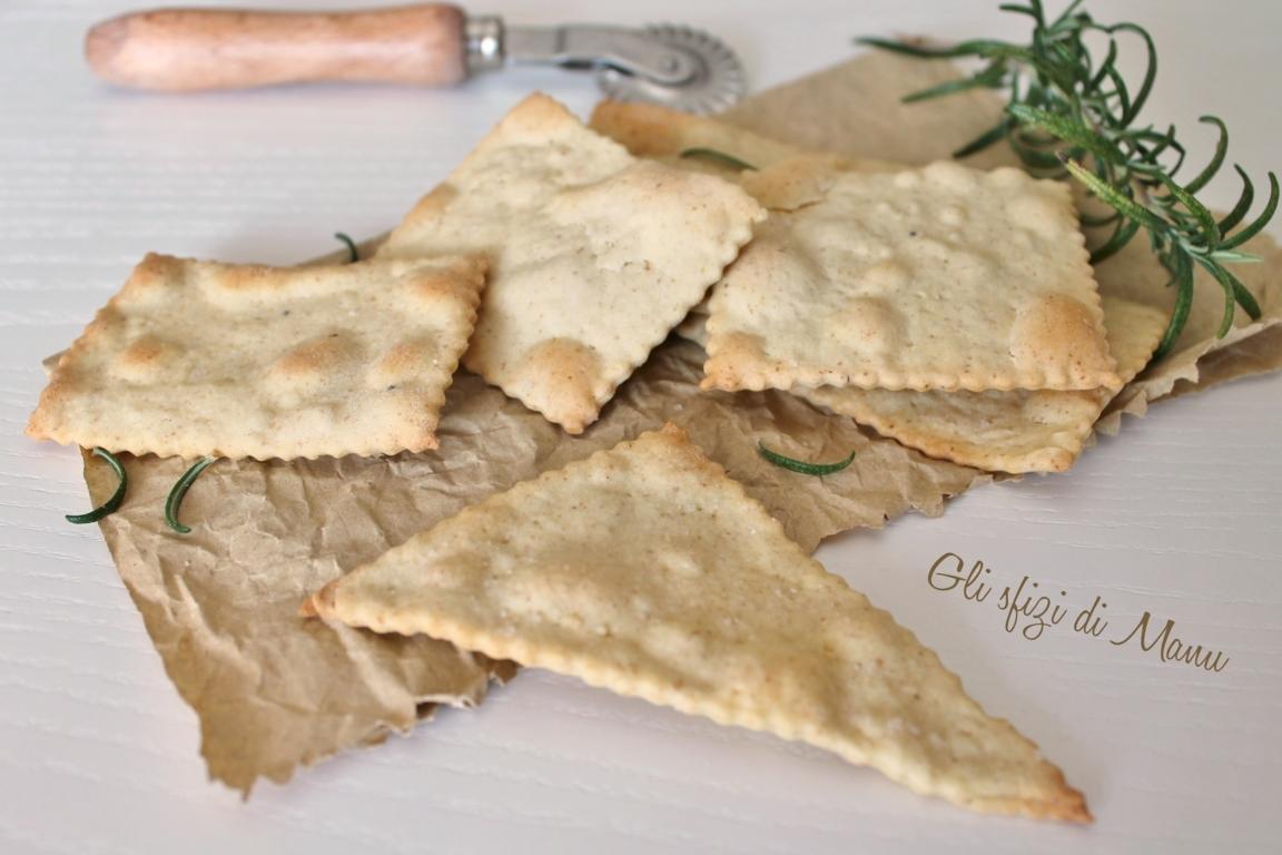 crackers con farina integrale e rosmarino