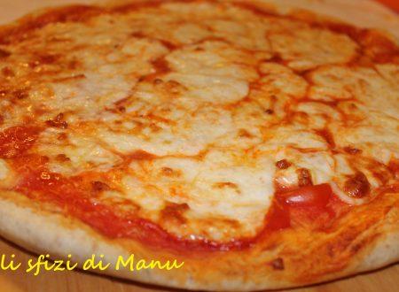 Pizza margherita con farina integrale e poco sale