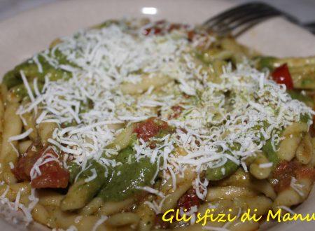 Trofie fresche con pesto ai semi di zucca, pomodorini freschi e ricotta marzotica