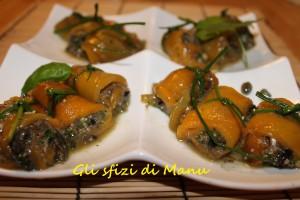 rotolini di peperoni arrostiti con acciughe e trito aromatico