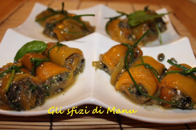 Rotolini di peperoni arrostiti con acciughe e trito di aromi