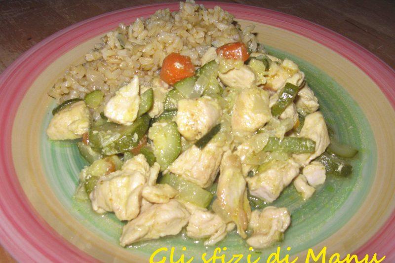 Riso integrale con pollo e verdure al curry