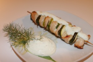 souvlaki di tacchino e verdure con salsa tzatziki
