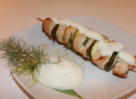 Souvlaki di tacchino e zucchine con salsa tzatziki