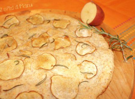 Focaccia di farina integrale e farro con patata rossa e rosmarino