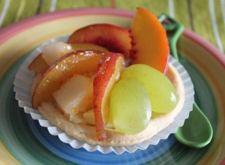 Crostatine con crema pasticcera al limone e frutta fresca