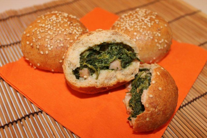 Mini pan brioche integrali con spinaci, ricotta e pancetta