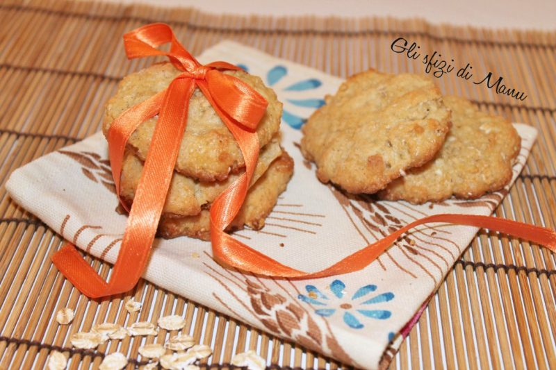 Biscotti vegan al farro, avena, mela e mandorle