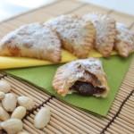 panzerottini dolci vegan con ripieno alle mandorle e cacao