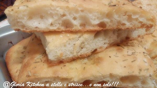 Focaccia Semplice e Fragrante di Gloria KitchenUSA