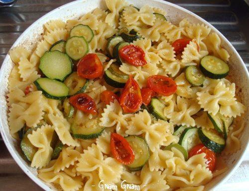 Farfalle con zucchine e pomodorini