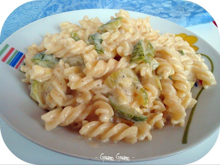 Ricetta di pasta con panna e zucchine