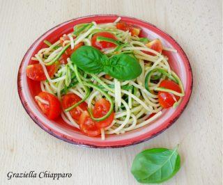 spaghetti con spaghetti di zucchine