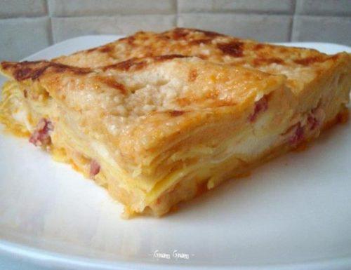 Lasagna con zucca, besciamella di ceci e salsiccia | Speciale ricette con la zucca