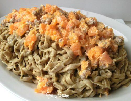 Tagliatelle con farina di grano saraceno, zucca e salsiccia   Ricetta