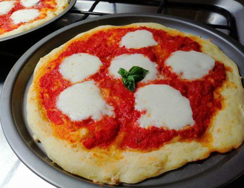 Pizza napoletana | Ricetta passo passo