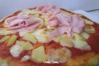 pizza morbida patate e prosciutto cotto