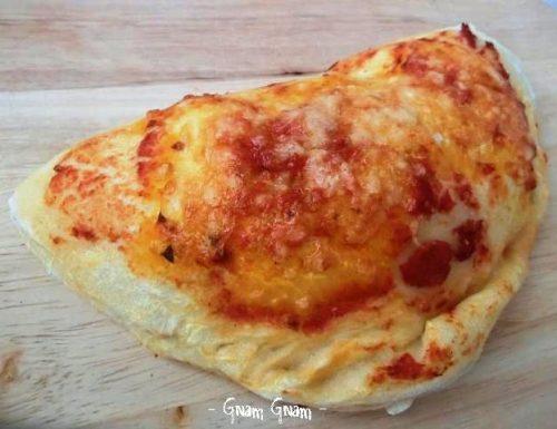 Calzoni al forno pomodoro e mozzarella | Ricetta con lievito naturale