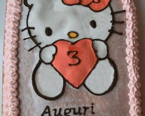 Torta di Hello Kitty con panna rosa | Disegno su cialda