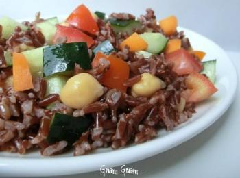 insalata di riso rosso ermes con ceci e verdure