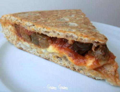 Pizza integrale alla parmigiana cotta in padella | Ricetta