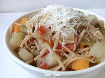 minestrone di verdure e zucchina spinosa