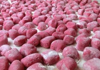 gnocchi di barbabietola con fonduta di formadi frant
