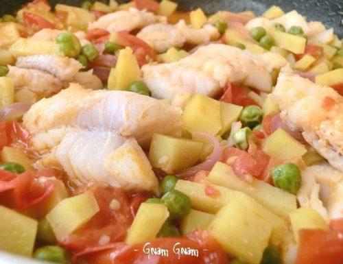 Merluzzo in umido con patate e piselli | Ricetta