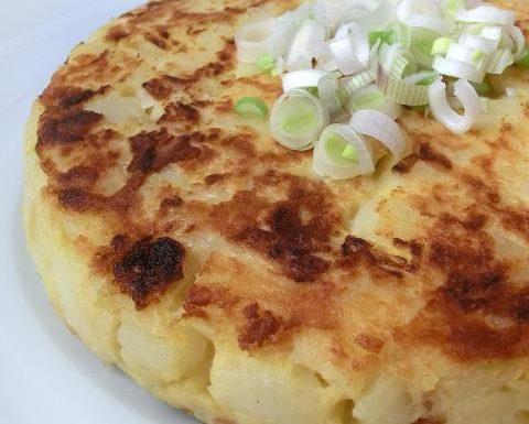 Farifrittata con patate e cipollotto | Ricetta senza uova