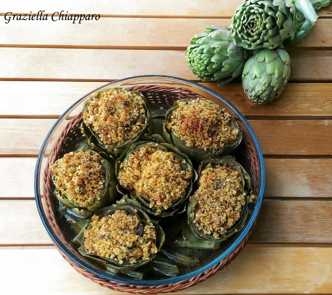 Carciofi con mollica e pomodori secchi | Ricetta