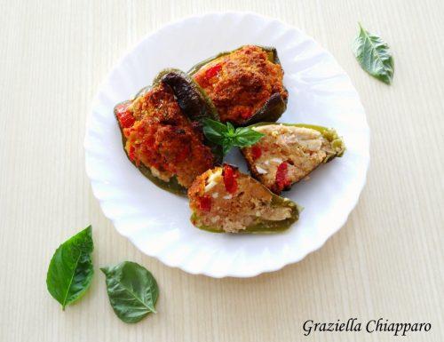 Peperoni ripieni con tonno e uova sode | Ricetta