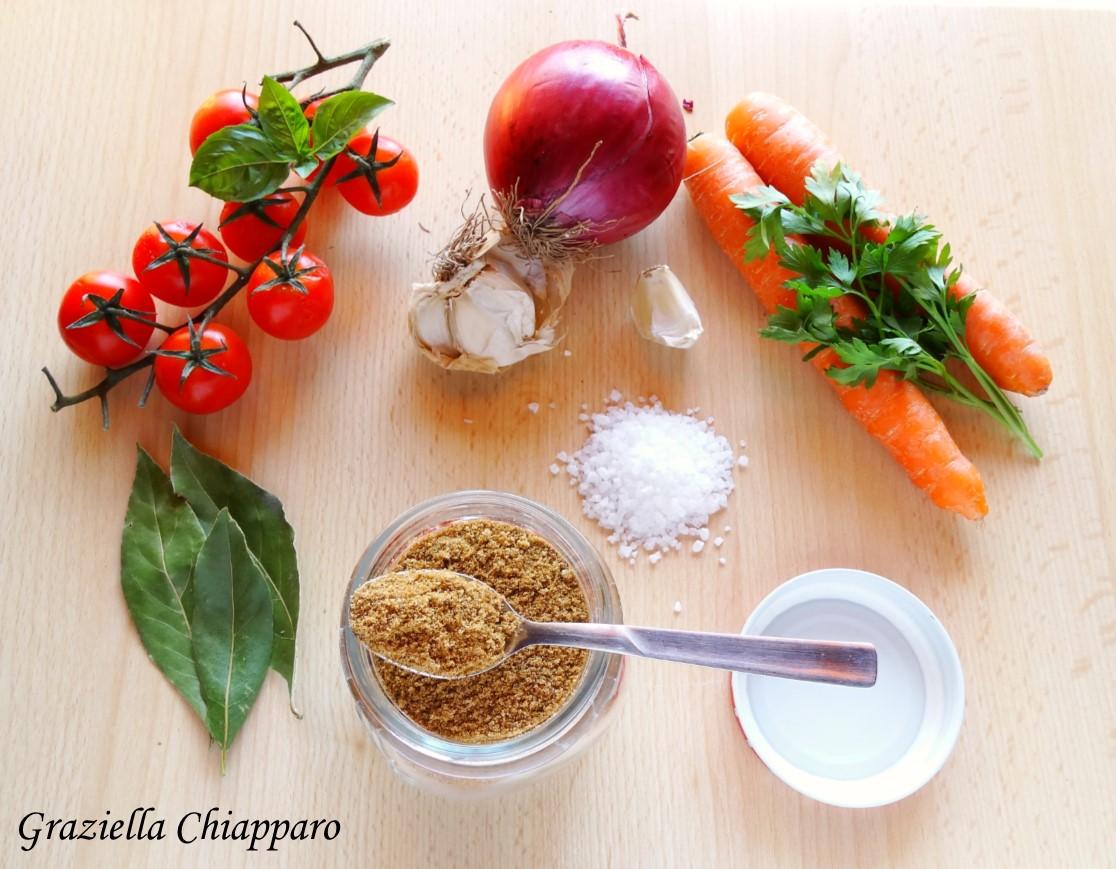 Dado granulare di carne e verdure fatto in casa