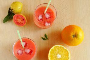 Cocktail analcolico arancia e guava | Ricetta veloce
