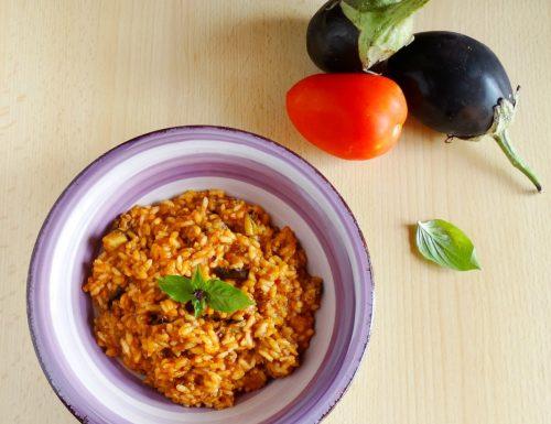 Risotto con ragù e melanzane grigliate | Ricetta