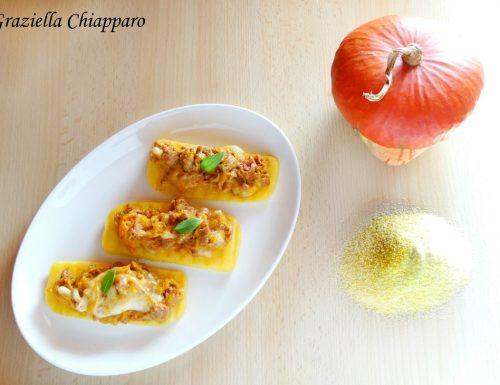 Crostini di polenta con salsiccia, zucca e scamorza