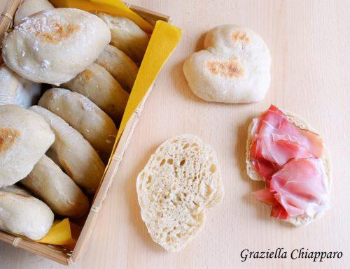 Ciabattine di pane morbide cotte in padella | Ricetta