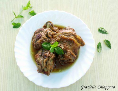 Pollo in umido con cipolla rossa di Tropea e liquore alle erbe
