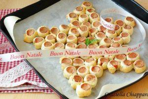 Stella di Natale con pasta sfoglia e wurstel | Ricetta facile