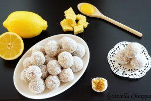 Tartufini con pan di spagna, lemon curd e cocco